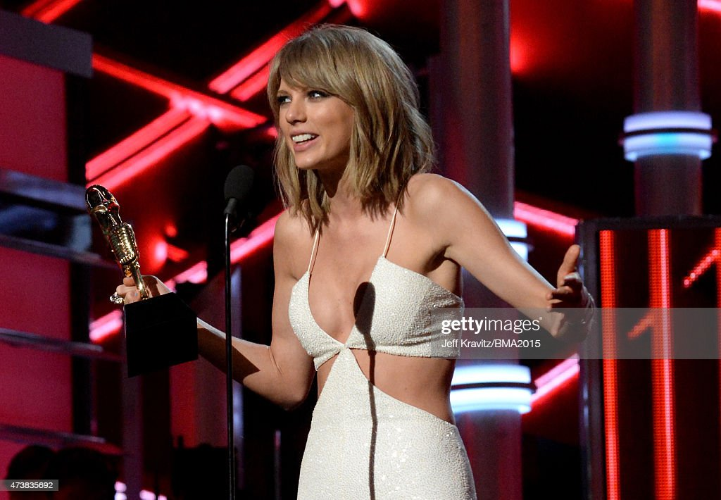 Recording artist Taylor Swift accepts the Top Hot 100 Artist award onstage during the 2015 Billboard Music Awards at MGM Grand Garden Arena on May 17, 2015 in Las Vegas, Nevada.