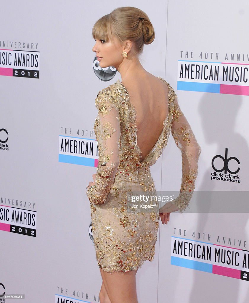 Recording artist Taylor Swift arrives at The 40th American Music Awards at Nokia Theatre L.A. Live on November 18, 2012 in Los Angeles, California.