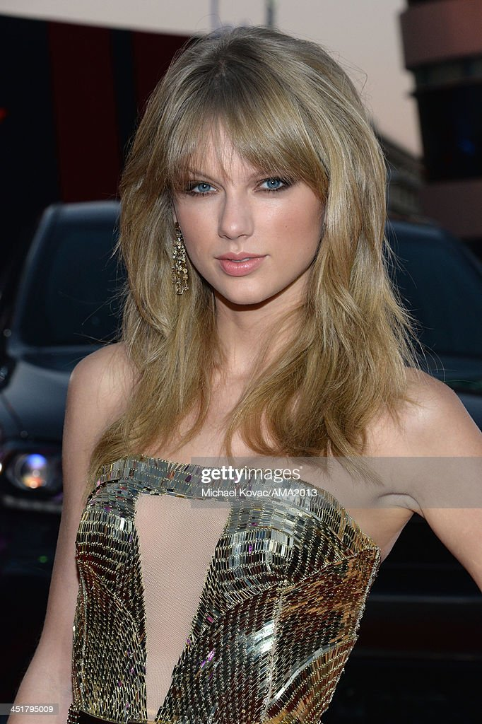 Recording artist <a gi-track='captionPersonalityLinkClicked' href=/galleries/search?phrase=Taylor+Swift&family=editorial&specificpeople=619504 ng-click='$event.stopPropagation()'>Taylor Swift</a> attends the 2013 American Music Awards Powered by Dodge at Nokia Theatre L.A. Live on November 24, 2013 in Los Angeles, California.