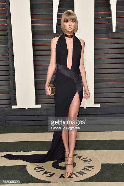 Recording artist Taylor Swift attends the 2016 Vanity Fair Oscar Party Hosted By Graydon Carter at the Wallis Annenberg Center for the Performing...
