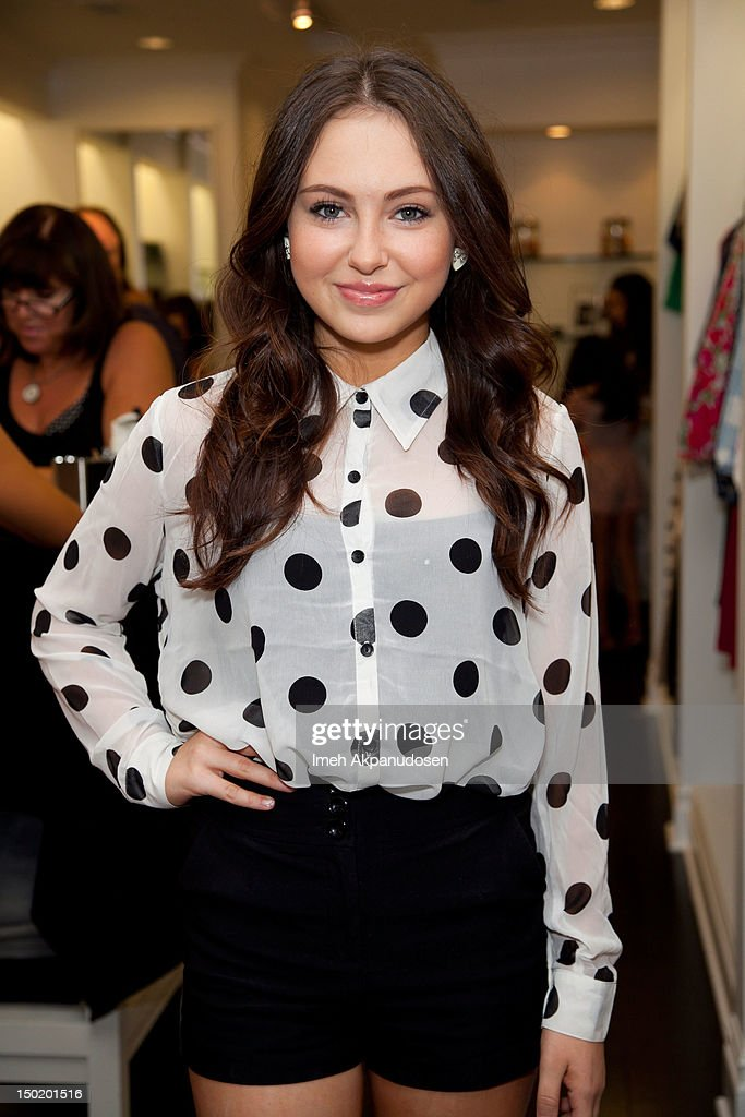 Recording artist Temara Melek attends the Teen Vogue Back-To-School Event & Madison t Boutique Launch Party on August 11, 2012 in Pacific Palisades, California.