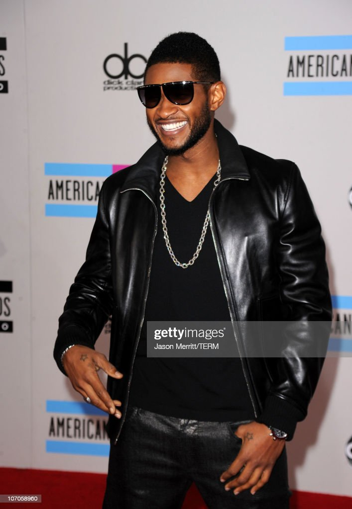 Recording artist Usher arrives at the 2010 American Music Awards held at Nokia Theatre L.A. Live on November 21, 2010 in Los Angeles, California.
