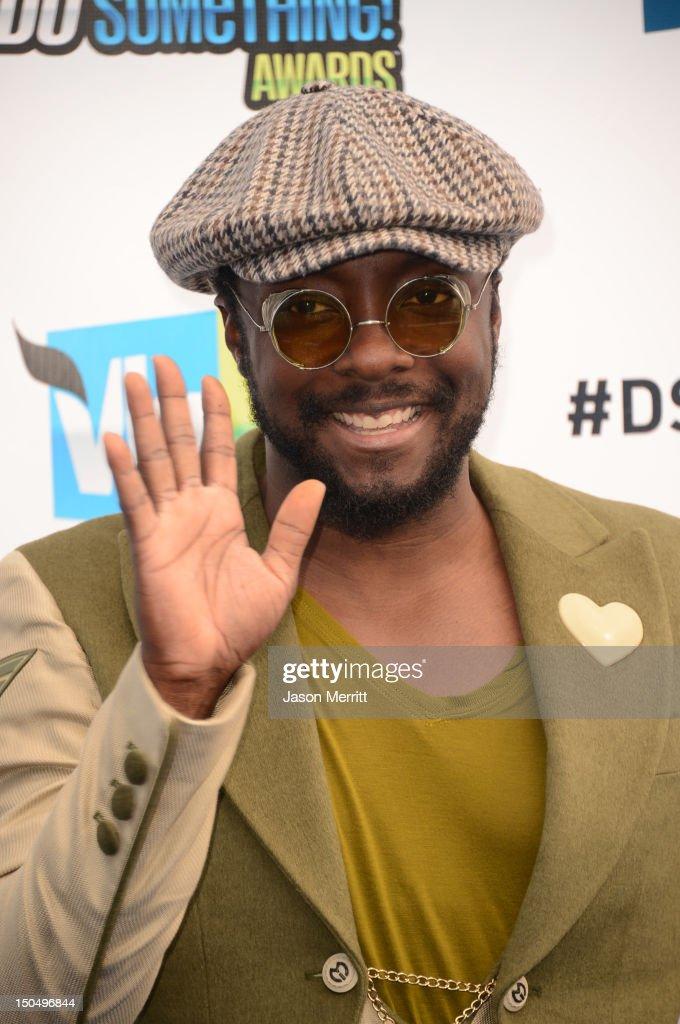 Recording Artist will.i.am arrives at the 2012 Do Something Awards at Barker Hangar on August 19, 2012 in Santa Monica, California.