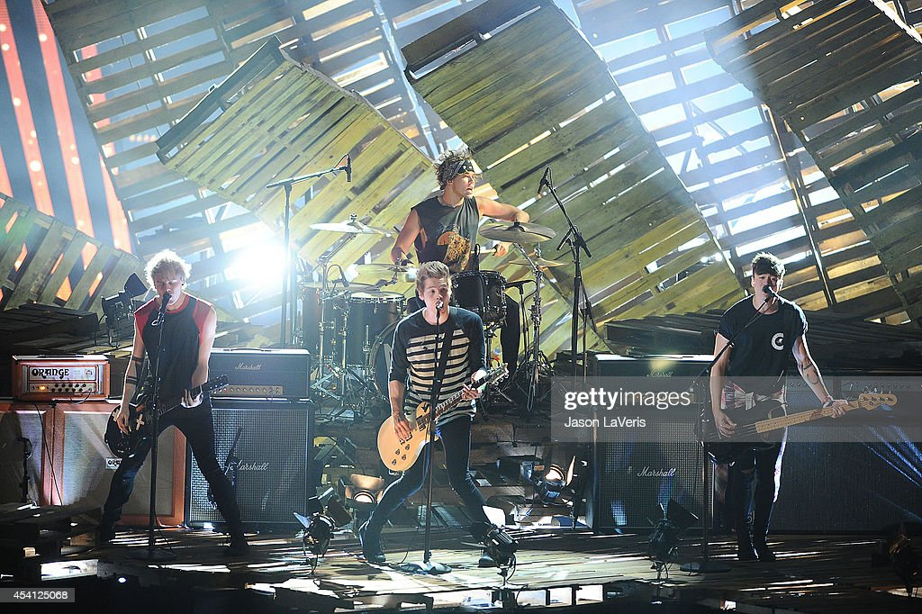 Recording artists <a gi-track='captionPersonalityLinkClicked' href=/galleries/search?phrase=Ashton+Irwin&family=editorial&specificpeople=10885420 ng-click='$event.stopPropagation()'>Ashton Irwin</a>, <a gi-track='captionPersonalityLinkClicked' href=/galleries/search?phrase=Michael+Clifford+-+Musician&family=editorial&specificpeople=91544 ng-click='$event.stopPropagation()'>Michael Clifford</a>, <a gi-track='captionPersonalityLinkClicked' href=/galleries/search?phrase=Luke+Hemmings&family=editorial&specificpeople=10885419 ng-click='$event.stopPropagation()'>Luke Hemmings</a>, and <a gi-track='captionPersonalityLinkClicked' href=/galleries/search?phrase=Calum+Hood&family=editorial&specificpeople=10885421 ng-click='$event.stopPropagation()'>Calum Hood</a> of 5 Seconds of Summer perform onstage at the 2014 MTV Video Music Awards at The Forum on August 24, 2014 in Inglewood, California.