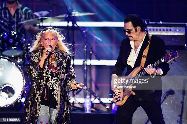 Recording artists Dale Bozzio and Prescott Niles of music group Missing Persons perform onstage during the first ever iHeart80s Party at The Forum on...