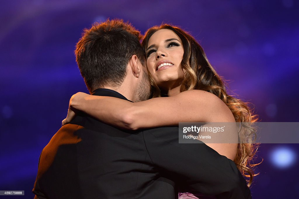 Recording artists <a gi-track='captionPersonalityLinkClicked' href=/galleries/search?phrase=Diego+Torres&family=editorial&specificpeople=228131 ng-click='$event.stopPropagation()'>Diego Torres</a> (L) and India Martinez perform onstage during the 2014 Person of the Year honoring Joan Manuel Serrat at the Mandalay Bay Events Center on November 19, 2014 in Las Vegas, Nevada.