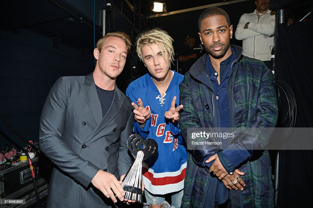 recording-artists-diplo-and-justin-beiber-winners-of-the-award-for-picture-id518980892