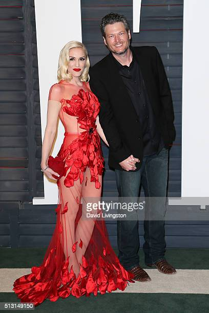 Recording artists Gwen Stefani and Blake Shelton arrive at the 2016 Vanity Fair Oscar Party Hosted by Graydon Carter at the Wallis Annenberg Center...