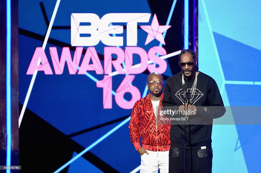 Recording artists <a gi-track='captionPersonalityLinkClicked' href=/galleries/search?phrase=Jermaine+Dupri&family=editorial&specificpeople=201712 ng-click='$event.stopPropagation()'>Jermaine Dupri</a> (L) and <a gi-track='captionPersonalityLinkClicked' href=/galleries/search?phrase=Snoop+Dogg&family=editorial&specificpeople=175943 ng-click='$event.stopPropagation()'>Snoop Dogg</a> speak onstage during the 2016 BET Awards at the Microsoft Theater on June 26, 2016 in Los Angeles, California.