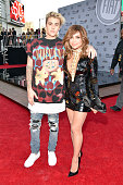 Recording artists Justin Bieber and Paula Abdul attend the 2015 American Music Awards at Microsoft Theater on November 22 2015 in Los Angeles...