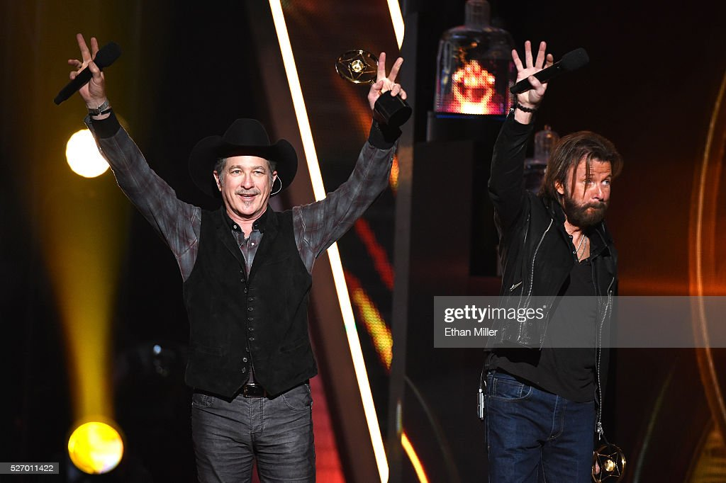 Singers <a gi-track='captionPersonalityLinkClicked' href=/galleries/search?phrase=Kix+Brooks&family=editorial&specificpeople=206811 ng-click='$event.stopPropagation()'>Kix Brooks</a> (L) and <a gi-track='captionPersonalityLinkClicked' href=/galleries/search?phrase=Ronnie+Dunn&family=editorial&specificpeople=208175 ng-click='$event.stopPropagation()'>Ronnie Dunn</a> of Brooks & Dunn perform onstage during the 2016 American Country Countdown Awards at The Forum on May 1, 2016 in Inglewood, California.