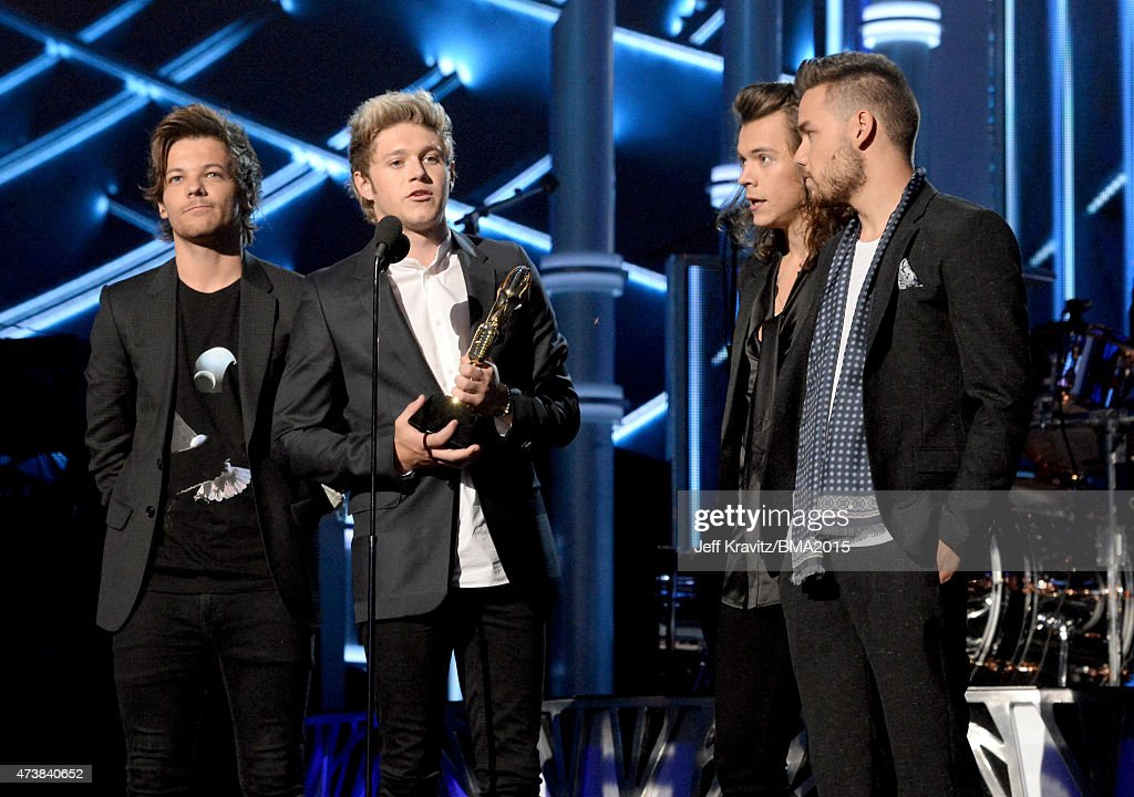 Recording artists Louis Tomlinson, Niall Horan, Harry Styles and Liam Payne of One Direction accept the Top Duo/Group award onstage during the 2015 Billboard Music Awards at MGM Grand Garden Arena on May 17, 2015 in Las Vegas, Nevada.