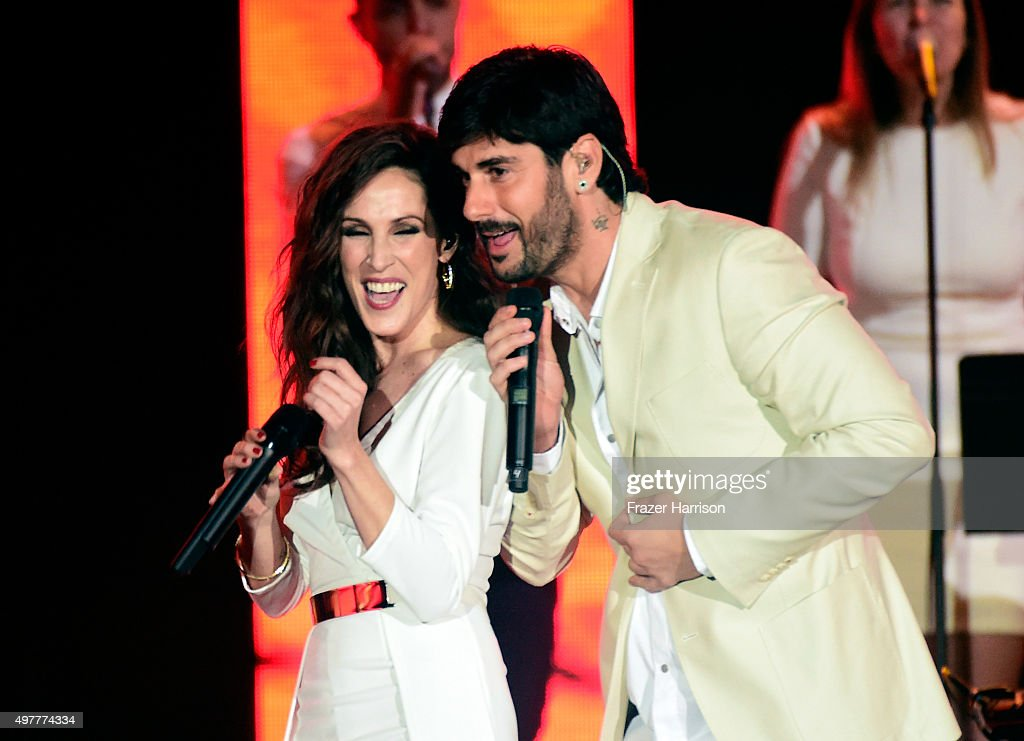 Recording artists Malu and Melendi perform onstage during the 2015 Latin GRAMMY Person of the Year honoring Roberto Carlos at the Mandalay Bay Events...