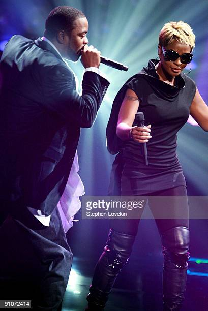 Recording artists Method Man and Mary J Blige perform onstage at the 2009 VH1 Hip Hop Honors at the Brooklyn Academy of Music on September 23 2009 in...