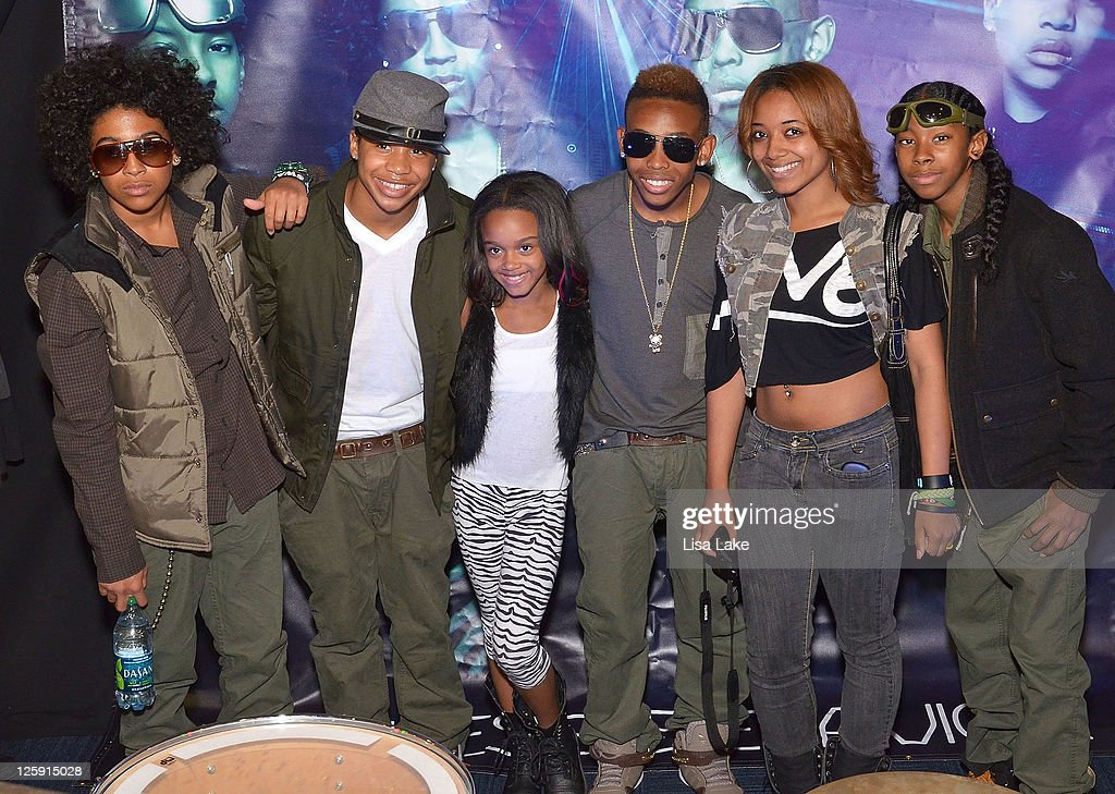 Mindless Behavior Celebrates #1 Girl Album Release With An In-Store Signing Event