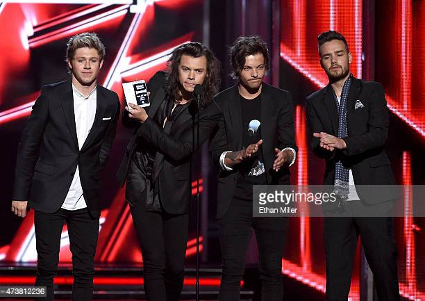 Recording artists Niall Horan Harry Styles Louis Tomlinson and Liam Payne of One Direction present an award onstage during the 2015 Billboard Music...