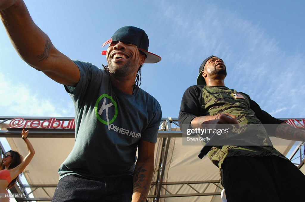 Recording artist's <a gi-track='captionPersonalityLinkClicked' href=/galleries/search?phrase=Redman&family=editorial&specificpeople=710884 ng-click='$event.stopPropagation()'>Redman</a> (L) and <a gi-track='captionPersonalityLinkClicked' href=/galleries/search?phrase=Method+Man&family=editorial&specificpeople=213181 ng-click='$event.stopPropagation()'>Method Man</a> perform during Ditch Weekend at the Palms Pool & Bungalows at the Palms Casino Resort on May 4, 2013 in Las Vegas, Nevada.