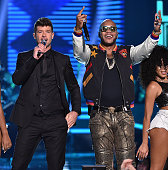 Recording artists Robin Thicke and Flo Rida perform onstage during the Teen Choice Awards 2015 at the USC Galen Center on August 16 2015 in Los...