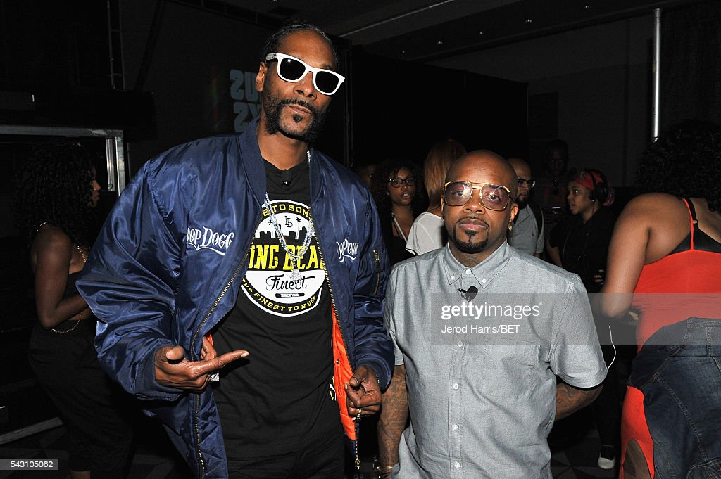 Recording artists <a gi-track='captionPersonalityLinkClicked' href=/galleries/search?phrase=Snoop+Dogg&family=editorial&specificpeople=175943 ng-click='$event.stopPropagation()'>Snoop Dogg</a> (L) and Damon Dash pose during the Genius Talks sponsored by AT&T during the 2016 BET Experience on June 25, 2016 in Los Angeles, California.