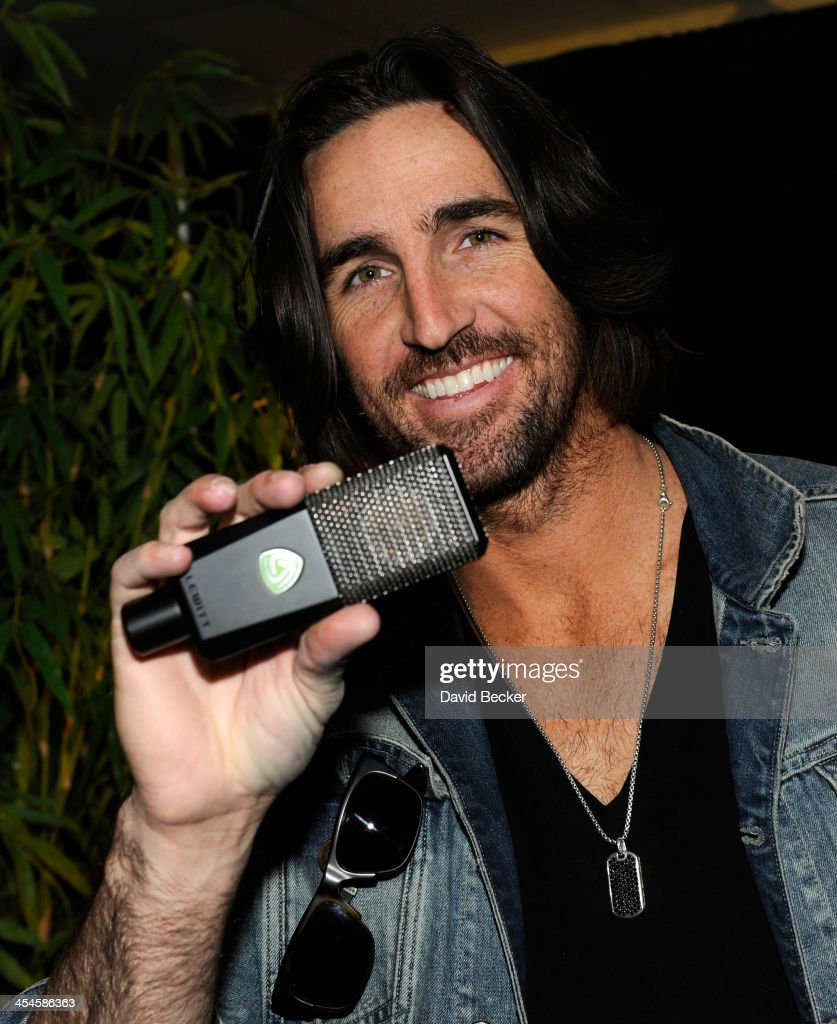 Recordng artisy <a gi-track='captionPersonalityLinkClicked' href=/galleries/search?phrase=Jake+Owen&family=editorial&specificpeople=619166 ng-click='$event.stopPropagation()'>Jake Owen</a> attends the Backstage Creations Celebrity Retreat at the American Country Awards 2013 at the Mandalay Bay Events Center on December 9, 2013 in Las Vegas, Nevada.