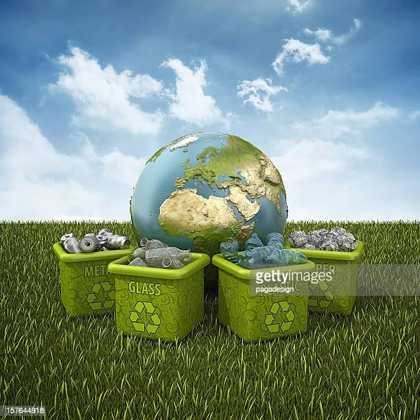 Contenedores de reciclaje y tierra