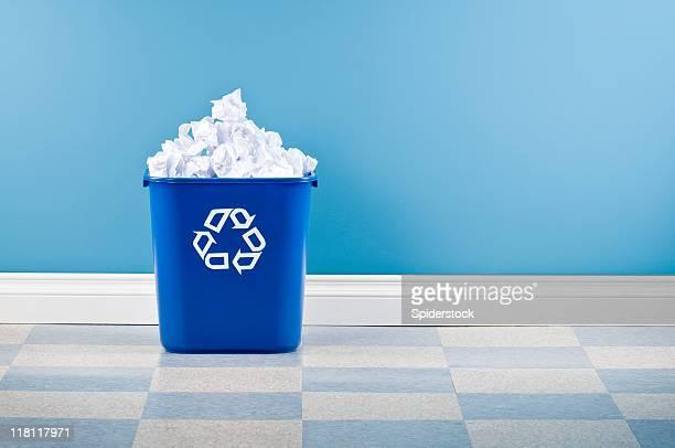 Recycling-Behälter mit Faltig Weißbuch