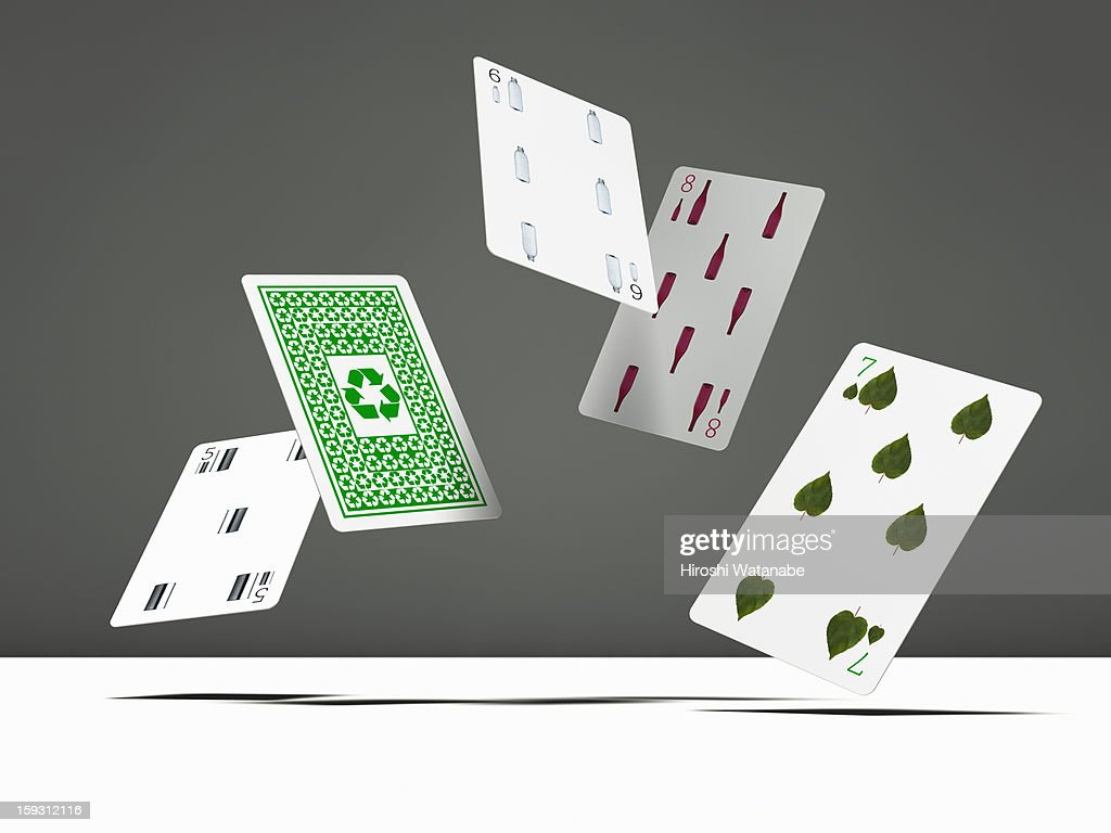 Recycling playing cards in mid-air : Photo