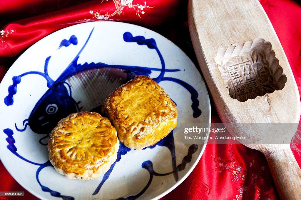 Red bean paste & lotus seed mooncakes : Stock Photo