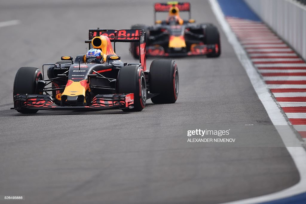 Red Bull Racing's Australian driver Daniel Ricciardo steers his car during the qualifying session of the Formula One Russian Grand Prix at the Sochi Autodrom circuit on April 30, 2016. / AFP / ALEXANDER