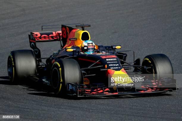 Red Bull's Australian driver Daniel Ricciardo drives during the Formula One Japanese Grand Prix at Suzuka on October 8 2017 / AFP PHOTO / Kiyoshi OTA