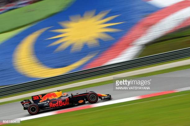 TOPSHOT Red Bull's Dutch driver Max Verstappen drives his car during the Formula One Malaysia Grand Prix in Sepang on October 1 2017 / AFP PHOTO /...