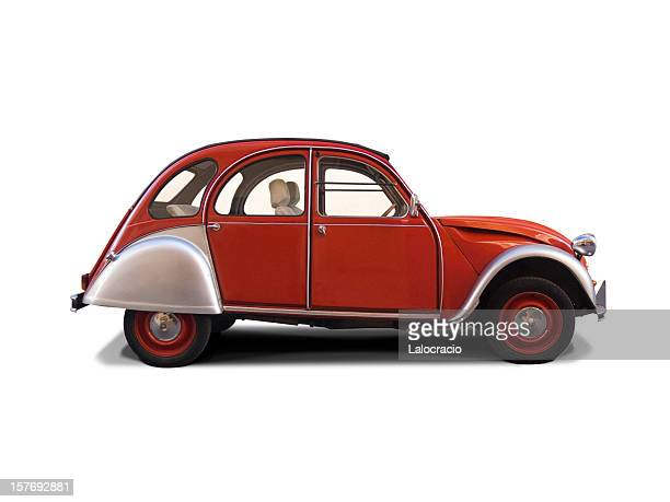 Citroën 2CV convertible rouge.