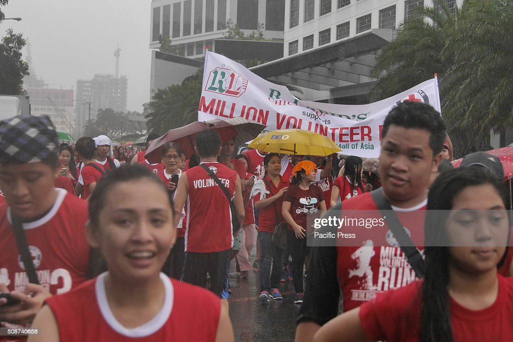Red Cross Philippines organized the third and biggest run for humanity, 'Million Volunteer Run 3', where volunteers and supporters from 59 sites all over the country gathered and started the run from the SM Mall of Asia grounds.The participants join for personal health and well-being at the same time to promote and support the welfare of suffering humanity through fund raising.