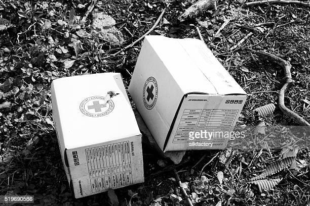 Cruz roja de supervivencia en el campo de refugiados de quios Kits de de