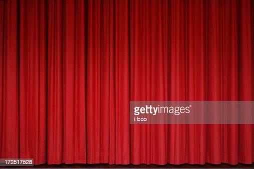 赤のカーテン