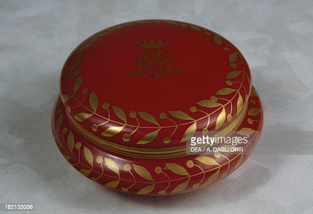 Red decorative sweetbox with gilt leaves on rounded edge and noble coat of arms with RG monogram early 1900 porcelain RichardGinori manufacture Italy...