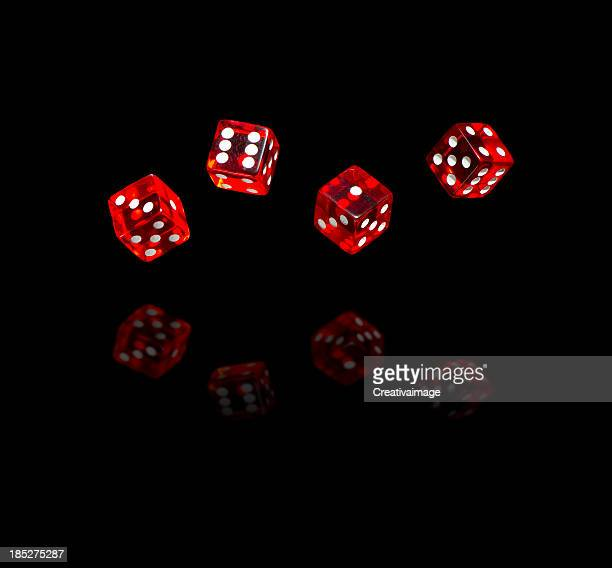 Red dices, auf schwarzem Hintergrund