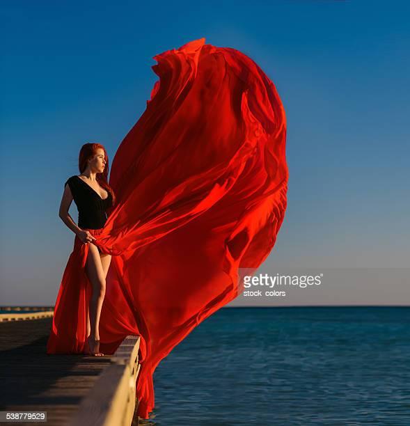 Vestido vermelho no vento