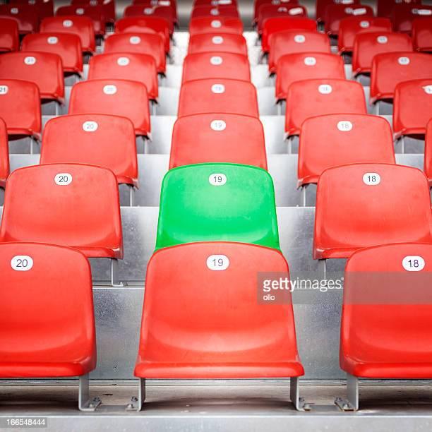 Sièges rouge vide Stade