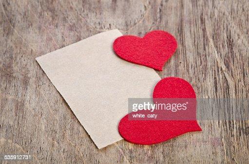 Tecido vermelho corações com folha de papel : Foto de stock