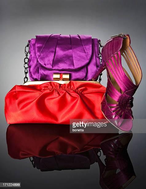 Mala vermelha com Sapato cor-de-rosa