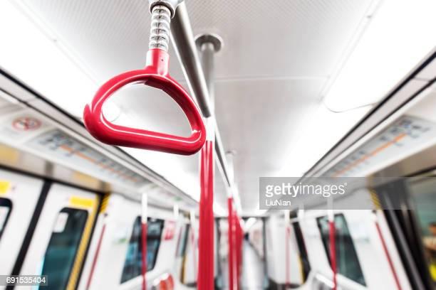 地下鉄列車の小屋で赤ハンドル