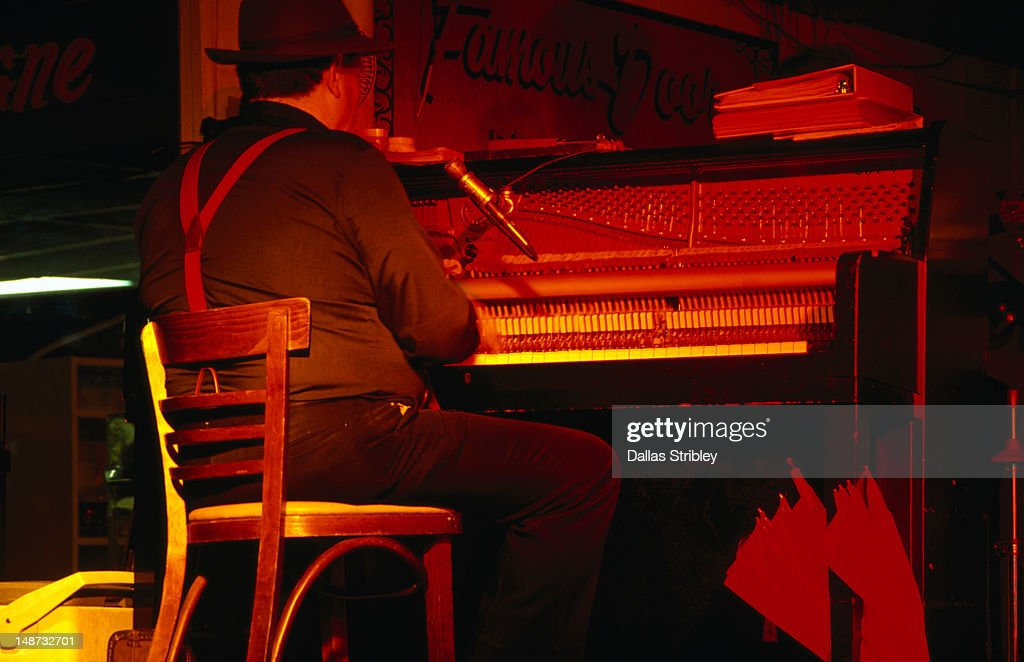 Red hot jazz pianist entertains the crowd on Bourbon Street in New Orleans. : Stock Photo