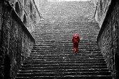 red man in a baoli in Delhi