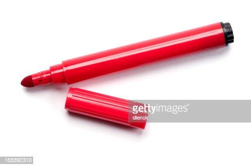 Marcador vermelho caneta isolado a branco