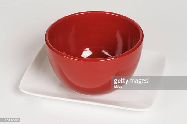 赤色ライスボウルにホワイトのプレート