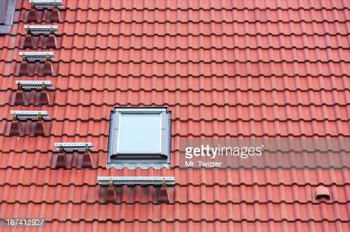 Red roof et fenêtre : Photo