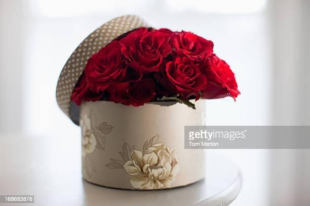 赤いバラのブーケ、ギフトボックス