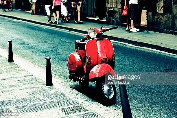 scooter rouge en Italie