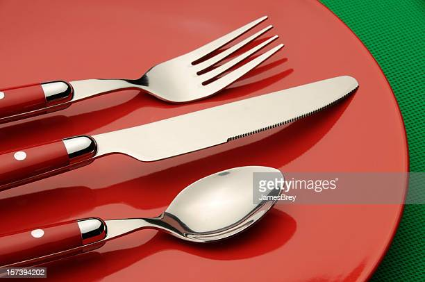 Red Besteck und Teller